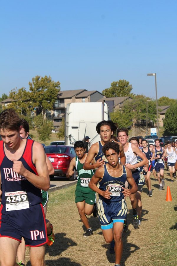 Marco Cueva, 12, ad Maliq Brock, 9, run their race at a steady pace hoping to finish with a good place.