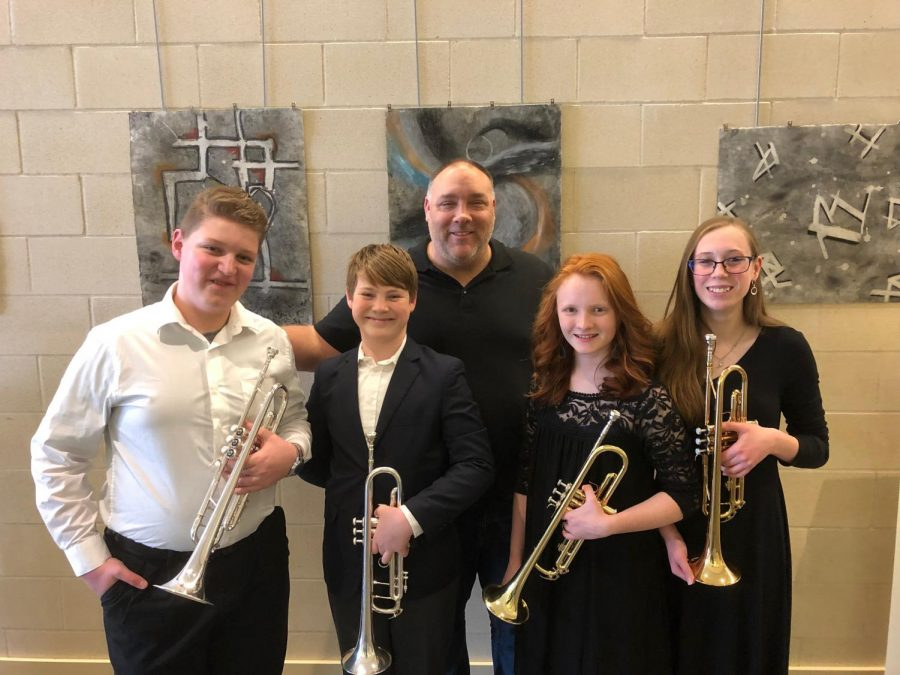 Middle school band members at the clinic posing with director Ken Snow.