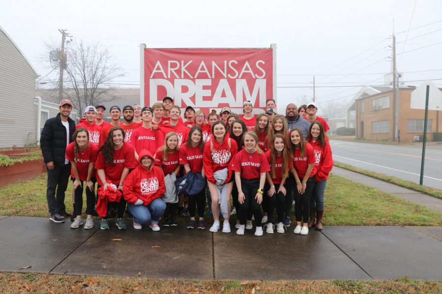 The+Arkansas+Mission+team+posed+for+picture+in+front+of+the+Dream+Center+sign+after+helping+them+for+five+days.+