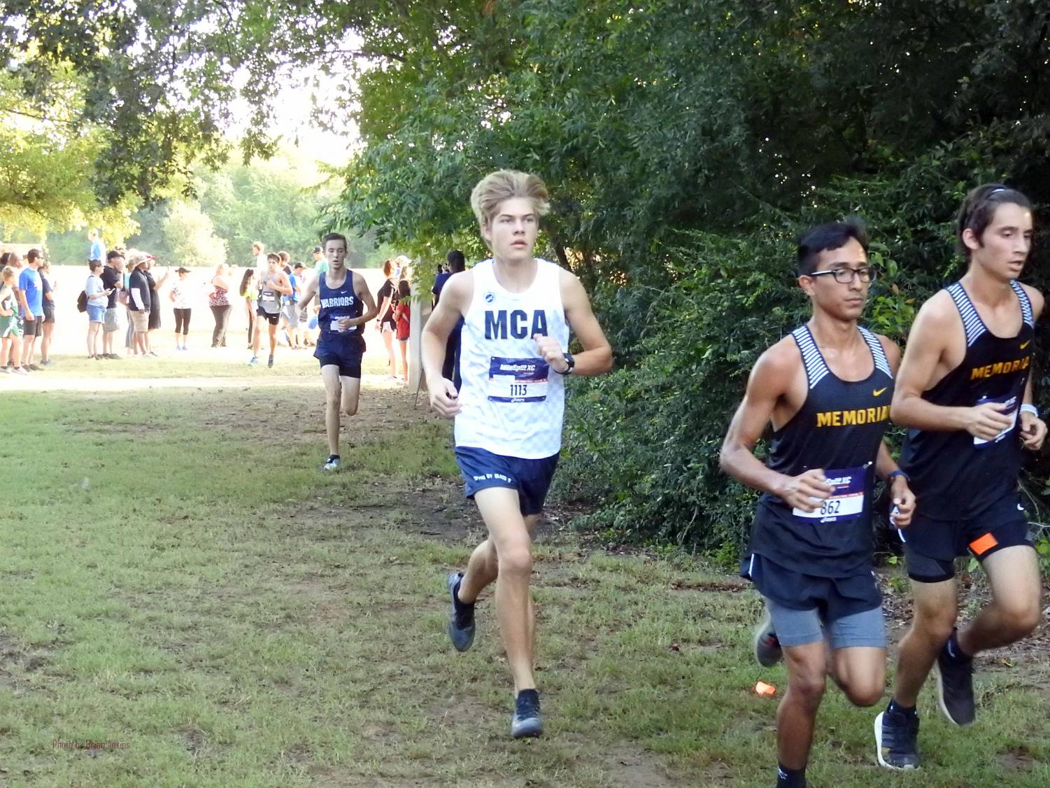 Sophomore Daniel Kanz nears his personal record of 17:55.