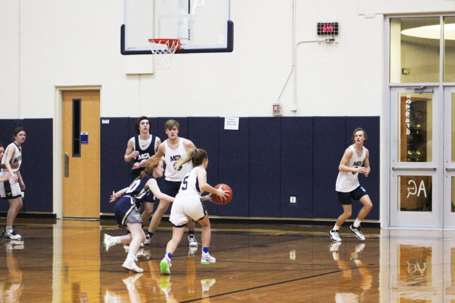 Junior+Maddie+Clark+drives+to+the+basket.+