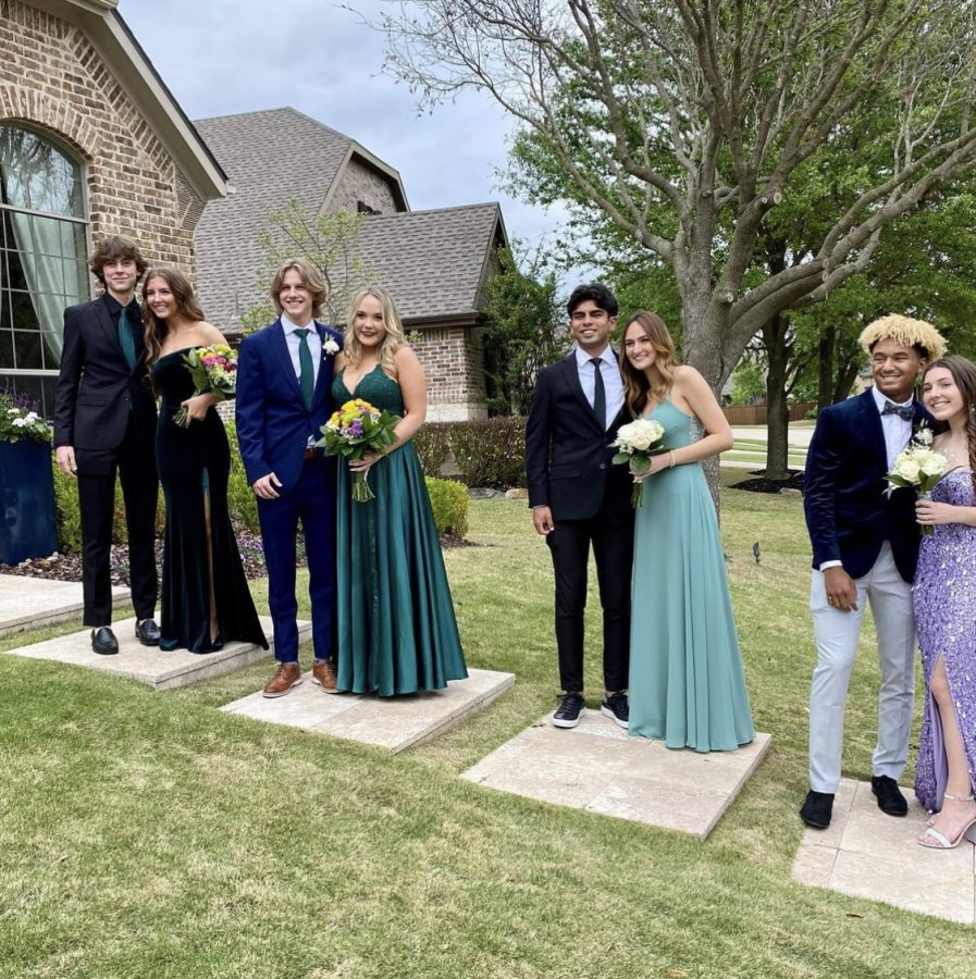 A group of Juniors and sophomores before Prom.