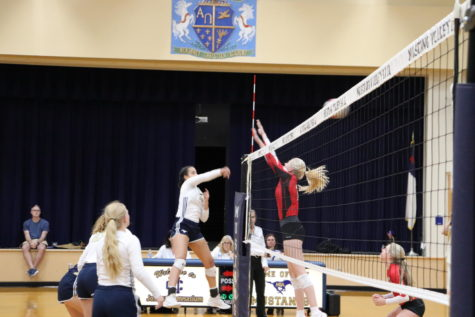 Volleyball Team Sweeps Rival Rockwall Heritage
