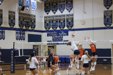 Lady Mustangs Volleyball Sweep Brook Hill.