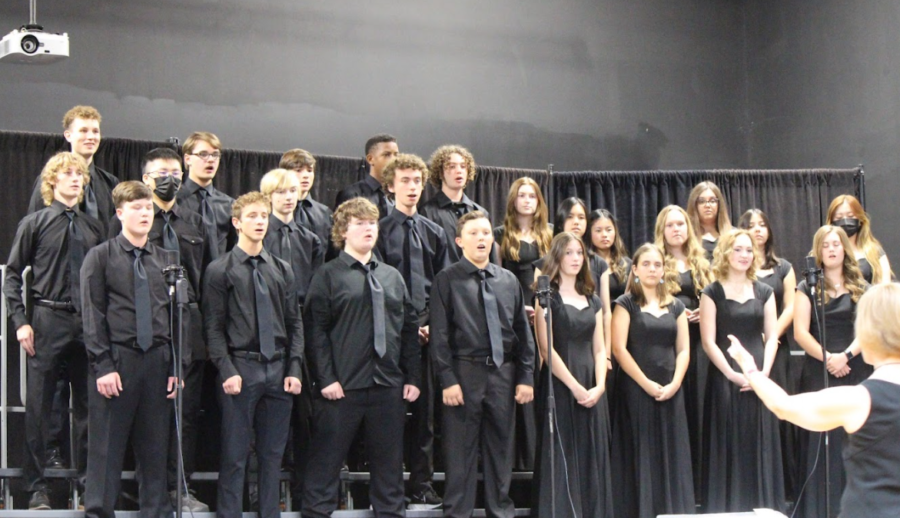 Upper School Choir performs at Fall Choir Concert.